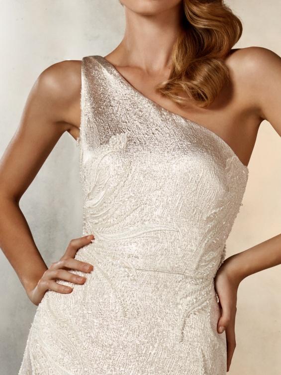 Невестински фустани од Pronovias